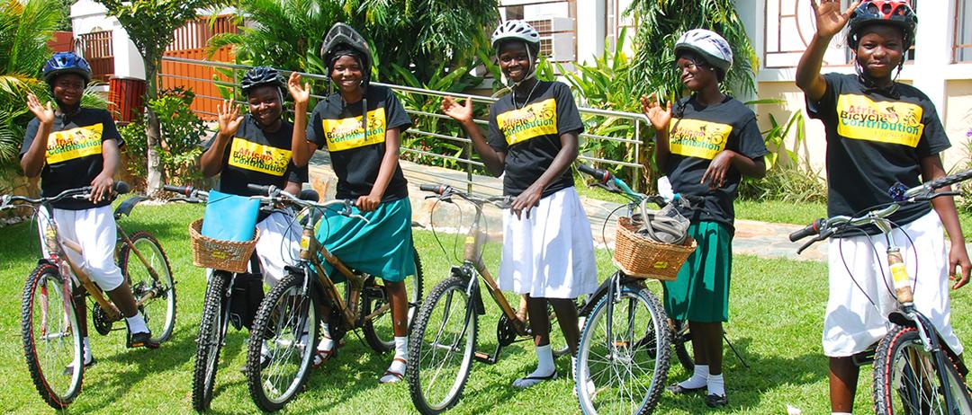 Joven emprendedora africana fabrica bicicletas de Bambú para que las niñas y los niños de bajos recursos no dejen la escuela